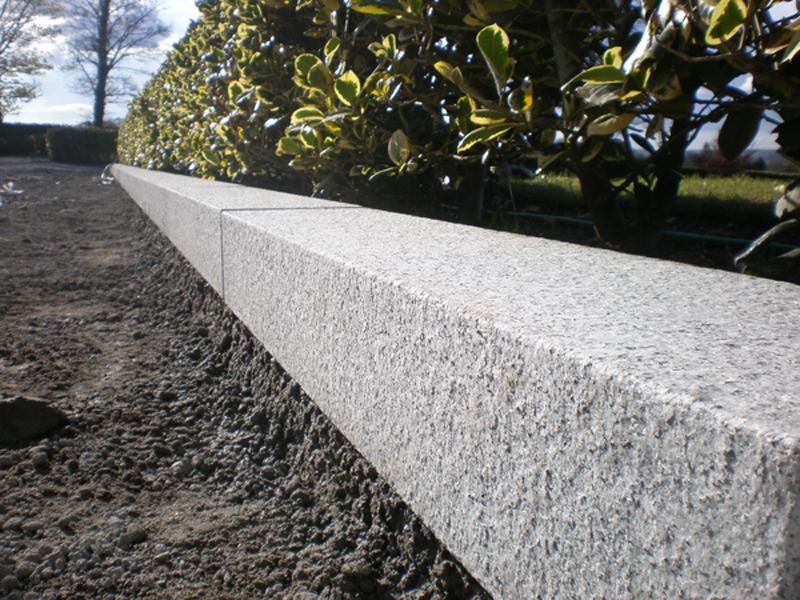 Cordoli di pietra granite line d o o for Cordoli per giardino